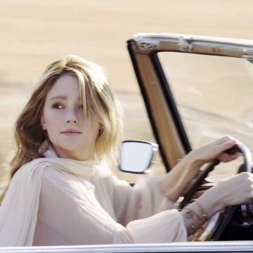 Блондинка за рулем!