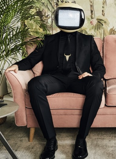 Голова из телевизора