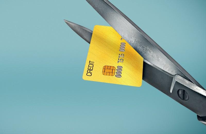 Внимание: опасность! 8 мест, где не стоит расплачиваться банковской картой