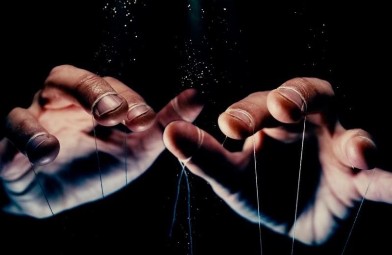Психологические жонглеры: как распознать манипуляцию
