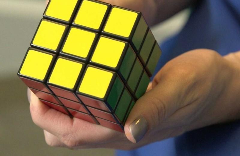 Отчаянные головоломки. Сборка кубика Рубика вслепую
