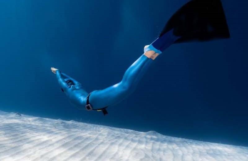 Плавать с моноластой