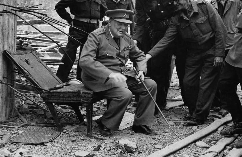 Сэр Уинстон Черчилль в кресле Гитлера