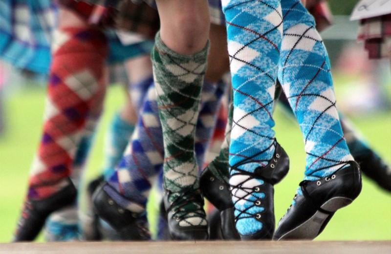 Легкие шаги: 8 пар национальной обуви