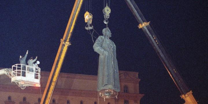 Демонтаж памятника Феликсу Дзержинскому