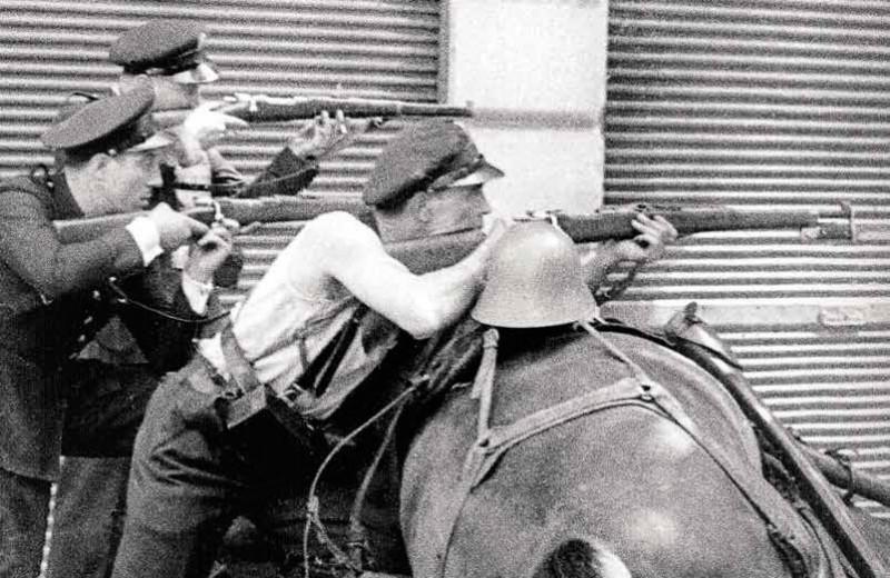 Республиканцы за конной баррикадой