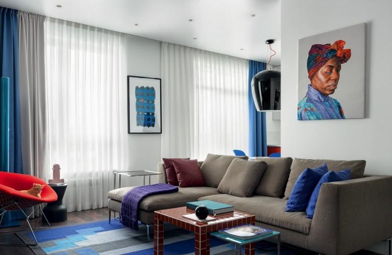 Квартира для молодого человека, картины и кота, 55 м²