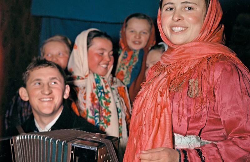 Участники художественной самодеятельности в клубе колхоза «Тундра»