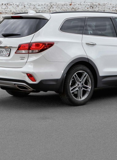Hyundai Grand Santa Fe: семерых по кочкам